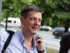 Klaus Jetz (LSVD-Geschäftsführer) bei der Hissung der Regenbogenfahne - Foto: Caro Kadatz