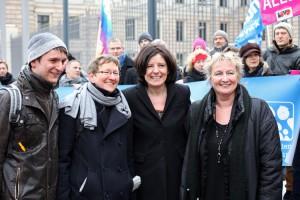Ministerin Irene Alt mit Ministerpräsidentin Malu Dreyer,  Renate Rampf (LSVD-Pressesprecherin) und Jörg Steinert (LSVD Berlin-Brandenburg)  bei der LSVD-Demo vor dem Bundesrat (c) LSVD/ Caro Kaddatz