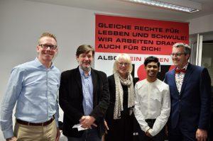 Guido Schäfer, Klaus Jetz (beide Hirschfeld-Eddy-Stiftung), Bürgermeisterin Elfi Scho-Antwerpes, Anbid Zaman und Bürgermeister Andreas Wolter