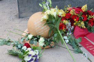 Gedenkkugel für die im Nationalsozialismus verfolgten Lesben* - Foto: LSVD